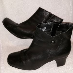 Clarks black leather ankle booties shoes size 5